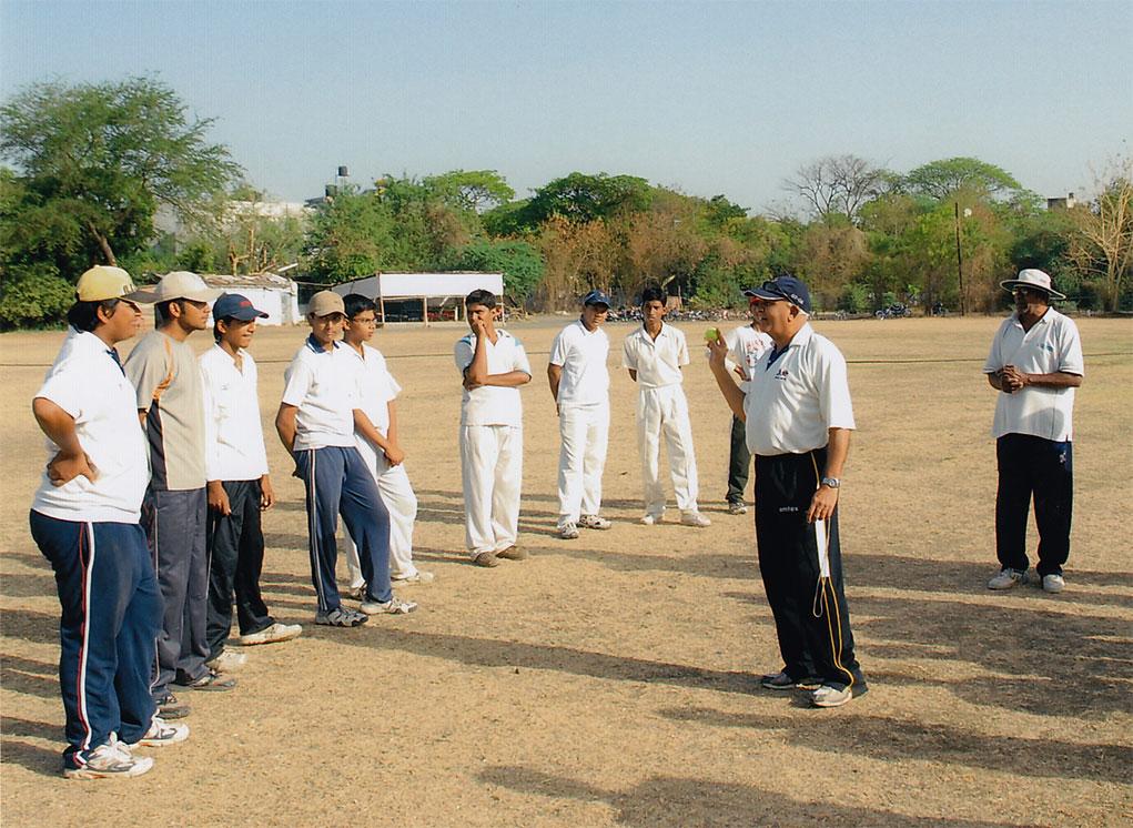 Jayantilal Kenya giviing bowling sessions at Mujumdar Cricket Academy